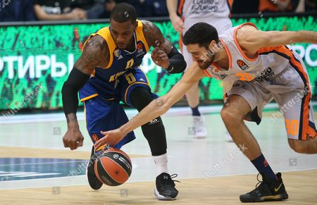 Joan Sastre (R) of Valencia Basket in action against Thomas Robinson of Khimki Moscow Region during the Euroleague basketball match between Khimki Moscow Region and Valencia Basket, in Moscow, Russia, 13 October 2017.