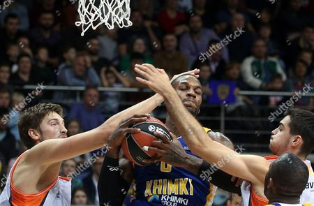 Thomas Robinson of Khimki Moscow Region (C) in action during the Euroleague basketball match between Khimki Moscow Region and Valencia Basket, in Moscow, Russia, 13 October 2017.