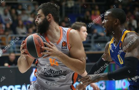 Thomas Robinson (R) of Khimki Moscow Region in action against Bojan Dubljevic (L) of Valencia Basket during the Euroleague basketball match between Khimki Moscow Region and Valencia Basket, in Moscow, Russia, 13 October 2017.
