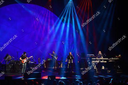 Yes - Trevor Rabin, Lou Molino III, Lee Pomeroy, Jon Anderson, Rick Wakeman