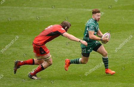 Ben Ransom of London Irish in action against Ben Toolis of Edinburgh Rugby during the European Rugby Challenge Cup Pool 4 match between London Irish and Edinburgh Rugby at Madejski Stadium on October 14th 2017 in Reading, Berkshire, England. (Photo by Gareth Davies/PPAUK)