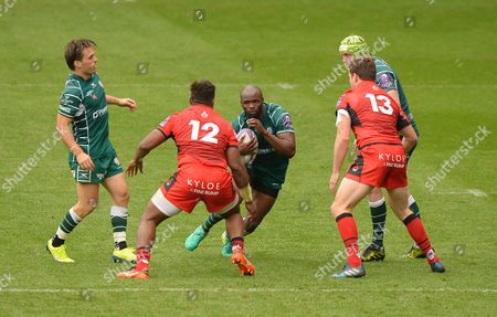 Stock Photo of Topsy Ojo of London Irish in action against Junior Rasolea of Edinburgh Rugby during the European Rugby Challenge Cup Pool 4 match between London Irish and Edinburgh Rugby at Madejski Stadium on October 14th 2017 in Reading, Berkshire, England. (Photo by Gareth Davies/PPAUK)