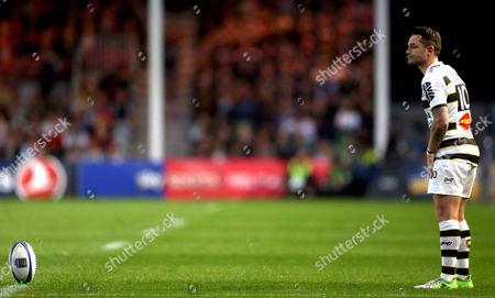 Ryan Lamb of La Rochelle prepares to kick