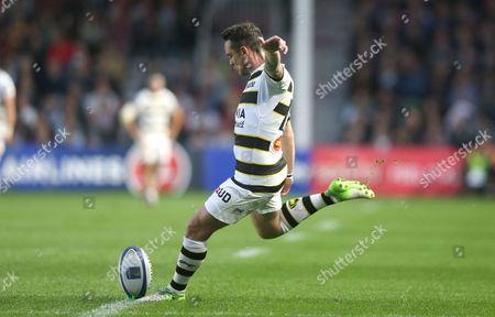 Ryan Lamb of La Rochelle kicking