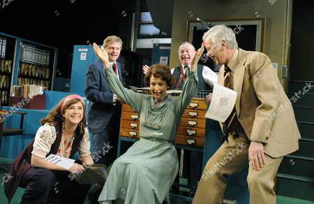 'Alphabetical Order' - Imogen Stubbs ( Lucy ), Jonathan Guy Lewis ( John ), Penelope Beaumont ( Nora ), Ian Talbot (Geoffrey ) and Michael Garner ( Wally )
