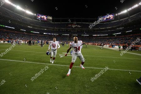 New York Giants running back Shane Vereen, right, and teammate long snapper Zak DeOssie celebrate after defeating the Denver Broncos in an NFL football game, in Denver