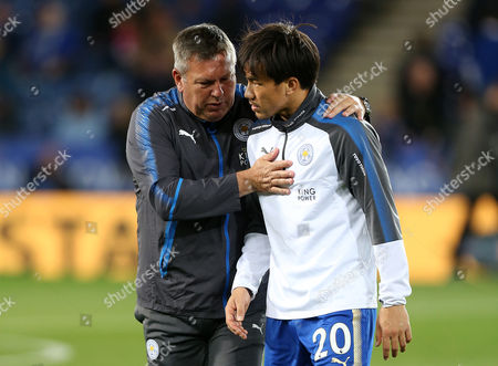Leicester City Manager, Craig Shakespeare delivers instructions to Shinji Okazaki