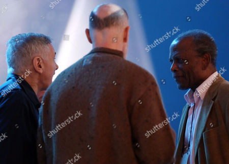 Sidney Poitier, right, talks with producers Craig Zadan, left, and Neil Meron during rehearsals for the 86th Academy Awards in Los Angeles, . The Academy Awards will be held at the Dolby Theatre on Sunday, March 2