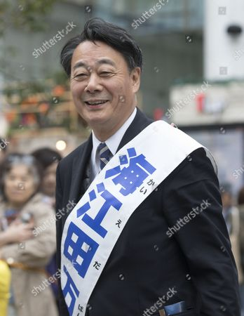 Banri Kaieda (Constitutional Democratic Party) campaigning in Shinjuku