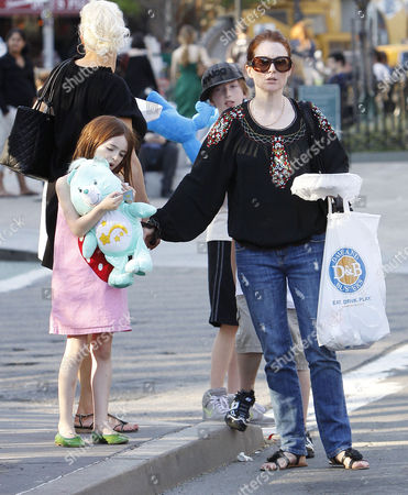 Stock Picture of Julianne Moore, son Caleb Freundlich, daughter Liv Helen Freundlich