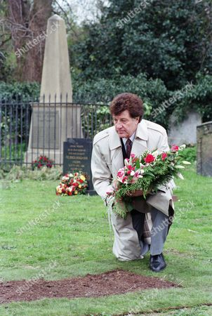 Ep 2207 Wednesday 21st May 1997  Thanking Frank for getting Chris to sign deeds of Mill Cottage over to her, Rachel accompanies Frank as he puts flowers on Kim's grave - With Frank Tate, as played by Norman Bowler.