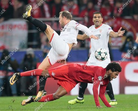 Michael Krohn-Dehli, Luiz Adriano. Sevilla's Michael Krohn-Dehli, left, and Spartak's Luiz Adriano struggle for a ball during the Champions League Group E soccer match between Spartak Moscow and Sevilla in Moscow, Russia