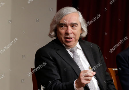 """Ernest Moniz, former U.S. Secretary of Energy, center, takes questions, at a forum called """"Perspectives on National Security,"""" at the John F. Kennedy School of Government, on the campus of Harvard University, in Cambridge, Mass"""