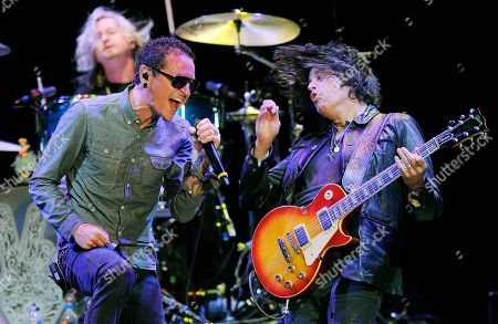 Honoree Chester Bennington, left, performs with Stone Temple Pilots' Dean DeLeo, right, and Eric Kretz at the Ninth Annual MusicCares MAP Fund Benefit Concert at Club Nokia on in Los Angeles
