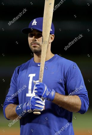 Los Angeles Dodgers' Andre Ethier takes batting practice before Game 4 of baseball's National League Championship Series against the Chicago Cubs, in Chicago