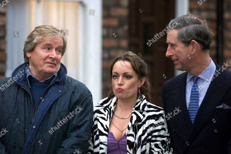 The Prince Of Wales Talks With William Roache Who Plays Ken Barlow And Jacqueline Pirie Who Plays Linda Baldwin In The Tv Soap During His Visit To The Coronation Street Set In Manchester Friday Deecember 8 2000. The Prince Was Treading The Famous Cobbles In The Highlight Of The Show's 40th Anniversary Celebrations. He Unveiled A Plaque Before Watching Final Rehearsals For An Hour-long Live Episode Tonight Which Marks Tomorrow's Milestone. Picture Jeremy Selwyn