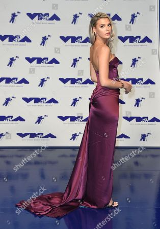 Alissa Violet arrives at the MTV Video Music Awards at The Forum, in Inglewood, Calif