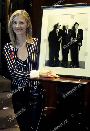 Supporting The 4th Annual Lighthouse Auction For Aids And Hiv Victims Joely Richardson Pictured Beside An Original Terence Donovan Photograph Of Ralph Richardson Alec Guiness And Laurence Olivier Taken In August 1980