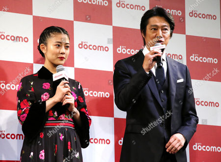 Japanese actress Mitsuki Takahata (L) and actor Shinichi Tsutsumi attend a promotional event of Japan's mobile communication giant NTT Docomo