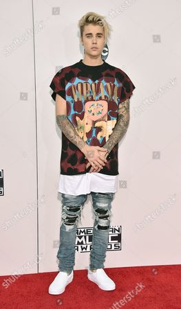 Justin Bieber arrives at the American Music Awards at the Microsoft Theater in Los Angeles.
