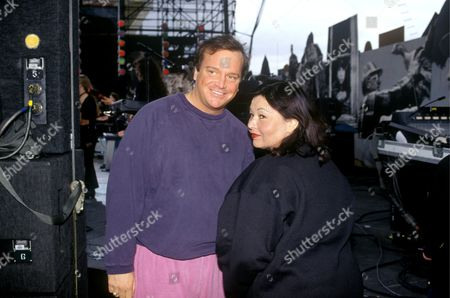 Photograph of Roseanne Barr and Tom Arnold at the C M a Awards Ceremony 1993 Â