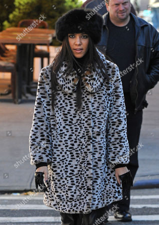 New York - November 01: Kourtney Kardashian Wearing What Looks to Be a Fur Hat and Fur Leopard Coat Along with Some Stylish 4 Fingered Gloves Takes a Stroll with Boyfriend /her Baby Daddy Scott Disick After Having Breakfast at a Cafe in Tribeca On November 1 2010 in New York City People: Kourtney Kardashian United States of America Manhattan
