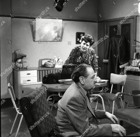 Pat Phoenix (as Elsie Tanner) and Frank Crawshaw (as Arnold Tanner)