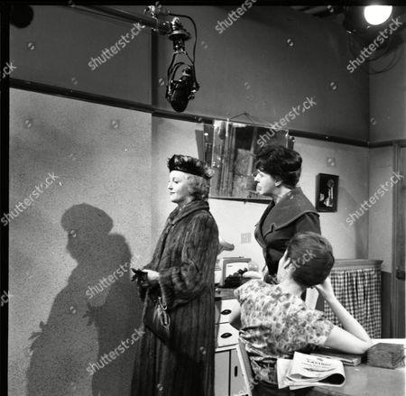 Avril Angers (as Norah Dawson), Pat Phoenix (as Elsie Tanner) and Anne Cunningham (as Linda Cheveski)