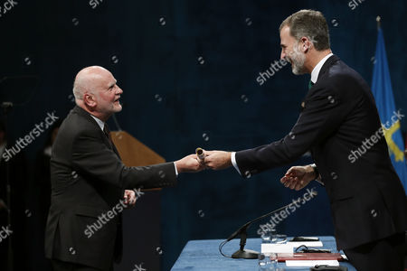 King Felipe VI and Adam Zagajewski