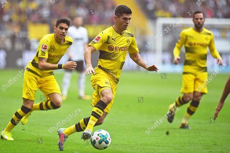 v.l. Marc Bartra (Dortmund), Christian Pulisic (Dortmund), Gonzalo Castro (Dortmund)