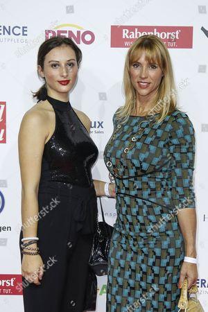 Stock Photo of Carin C. Tietze mit ihrer Tochter Lilly Tietze (links)