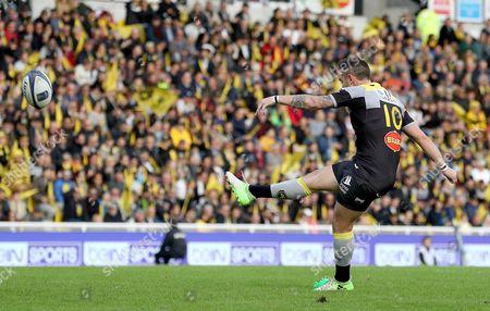 La Rochelle vs Ulster. La Rochelle's Ryan Lamb kicks a conversion