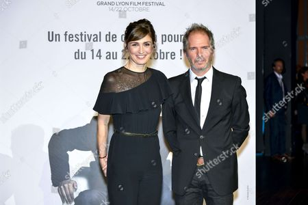 Julie Gayet and Christopher Thompson