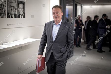 The former chairman of the German Social Democrats (SPD) parliamentary group, Thomas Oppermann attends the fraction meeting of the SPD at the Bundestag in Berlin, Germany, 23 October 2017. The newly elected German Bundestag will hold its constituent meeting of Parliament in its 19th electoral period on 24 October 2017. The meeting will be opened with a speech by the chairman by seniority. On the agenda are the election of the President of the Bundestag and the other members of the Presidium, as well as the decision on the agenda of the German Bundestag.