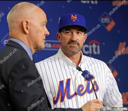 New York Mets new manager Mickey Calloway, right, glances as the Mets general manager Sandy Alderson, after the Mets chose Calloway to replace former manager Terry Collins, during a press conference at CitiField in New York