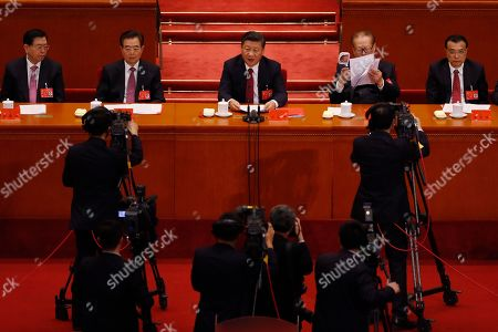 Xi Jinping, Hu Jintao, Jiang Zemin, Li Keqiang. Cameramen film Chinese President Xi Jinping, center, speaks next to former Chinese Presidents Hu Jintao, second from left, Jiang Zemin, second from right, and Chinese Premier Li Keqiang, right, during the closing ceremony for the 19th Party Congress held at the Great Hall of the People in Beijing