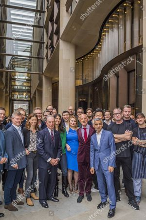 Michael Bloomberg, Sadiq Khan and Norman Foster with restaurant owners and workers