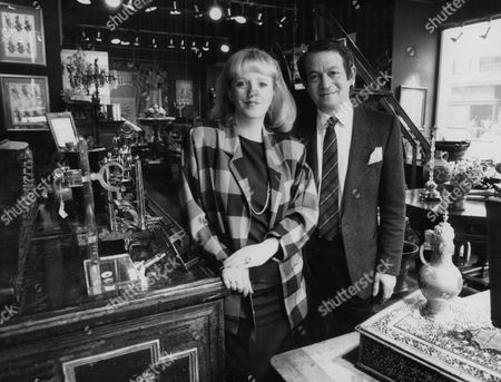 Linda Davidson And Husband Arthur In Their Antique Shop At Jermyn Street. Linda Is The Daughter Of Showbiz Agent Leslie Grade Who Disagreed With Their Marriage. The Couple Are Now About To Celebrate Their 25th Anniversary. Box 773 820071715 A.jpg.