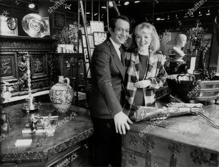Linda Davidson And Husband Arthur In Their Antique Shop At Jermyn Street. Linda Is The Daughter Of Showbiz Agent Leslie Grade Who Disagreed With Their Marriage. They Are Now About To Celebrate Their 25th Anniversary. Box 773 820071711 A.jpg.