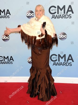"Lynn Anderson arrives at the 47th annual CMA Awards in Nashville, Tenn. Anderson, whose strong, husky voice carried her to the top of the country and pop charts with ""(I Never Promised You a) Rose Garden,"" died at Vanderbilt Medical Center in Nashville, Tenn. She was 67"