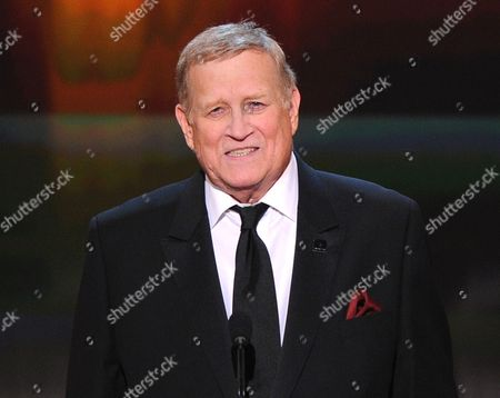 Screen Actors Guild President Ken Howard speaks at the 21st annual Screen Actors Guild Awards in Los Angeles. Howard, who starred in 1970s series The White Shadow and has led the Screen Actors Guild for years, died, at age 71. No cause of death was given
