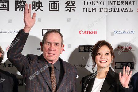 Tommy Lee Jones, Vicki Zhao