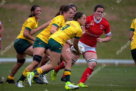 Cobie-Jane Morgan looks to pass during the 2017 International Women's Rugby Series rugby match between Canada and Australia Wallaroos