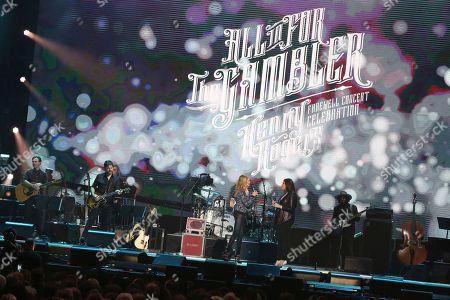 """Linda Davis, Hillary Scott. From left, artist Linda Davis with daughter Hillary Scott perform at """"All In For The Gambler: Kenny Rogers' Farewell Concert Celebration"""" at Bridgestone Arena on in Nashville, Tenn"""