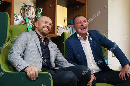 Phil Tufnell and Matt Dawson take part in a game of Guess Who.