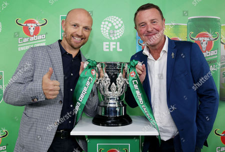 Matt Dawson and Phil Tufnell pose with the Carabao Cup.
