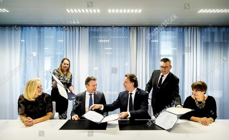 Dutch Foreign Minister Bert Koenders (C-R) hands over his duties as minister to his successor Halbe Zijlstra (C-L) in The Hague, The Netherlands, 26 October 2017. After forming a new coalition, the new cabinet under Prime Minister Mark Rutte took over from their predecessors.