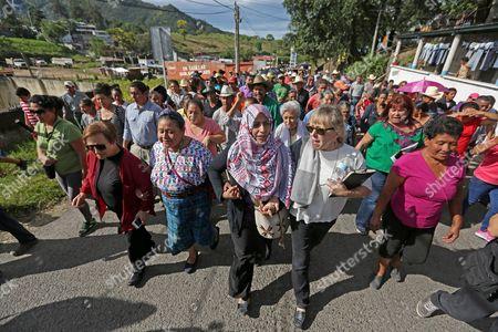 (L-R) Nobel Peace laureates Shirin Ebadi (Iran), Rigoberta Menchu (Guatemala), Tawakkol Karman (Yemen) and Jody Williams (USA) walks with members of the peaceful resistance against the mining at the municipality of Casillas, in Santa Rosa, Guatemala, on 26 October 2017.