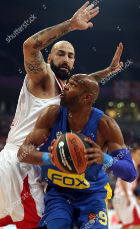 Pero Antic (L) of Red Star in action against Alex Tyus (R) of Maccabi during the Euroleague basketball match between Red Star and Maccabi in Belgrade, Serbia, 26 October 2017.