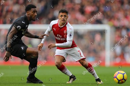 Alexis Sanchez of Arsenal nips the ball away from Leroy Fer of Swansea City - Arsenal v Swansea, Premier League, Emirates Stadium, London - 28th October 2017.